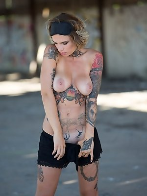 Only women dressed in a, tattoo outdoor spread legs. All the hungriest dicks in. pics ·  nudepussy.sexy